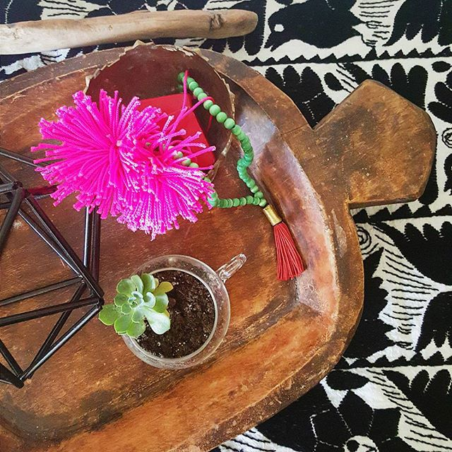 Thrift Score Thursday feature rug and wooden bowl via the_decor_adobe 2