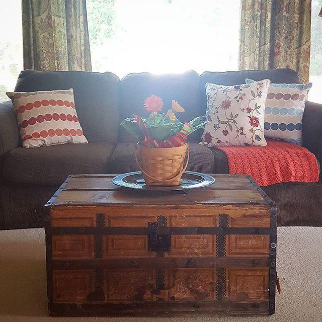 Thrift Score Thursday feature vintage trunk via hobnailsalvagedgoods