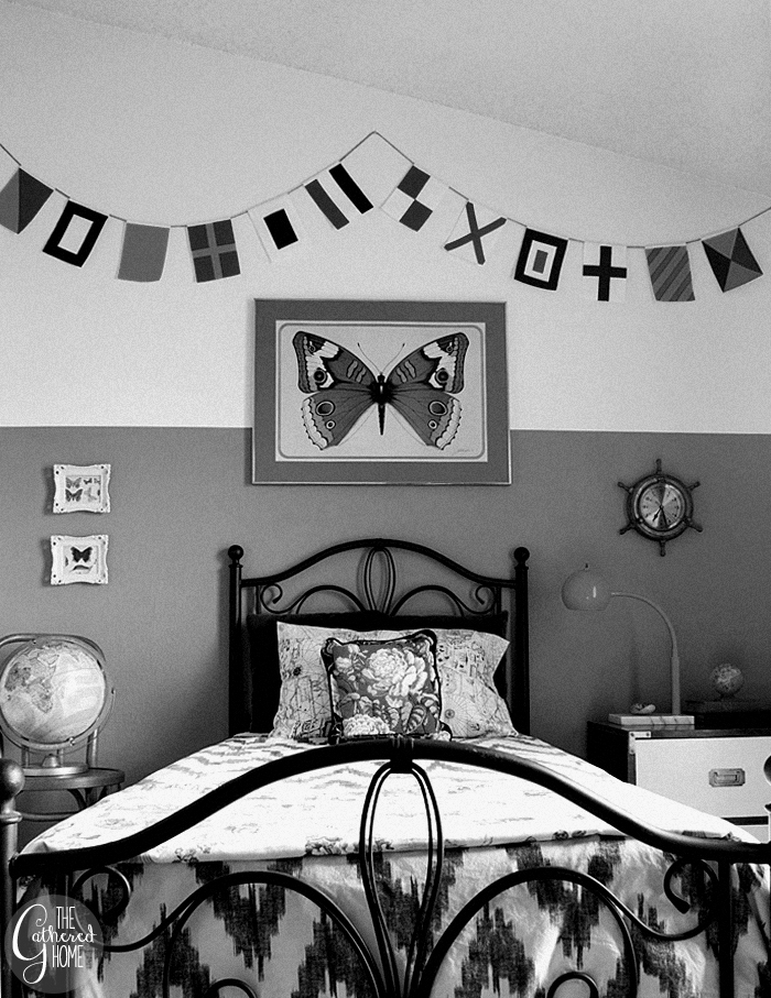 black and white guest bedroom