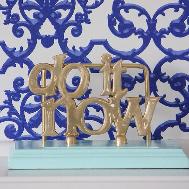 Thrift Score Thursday feature brass Do it Now memo holder via thehomesihavemade