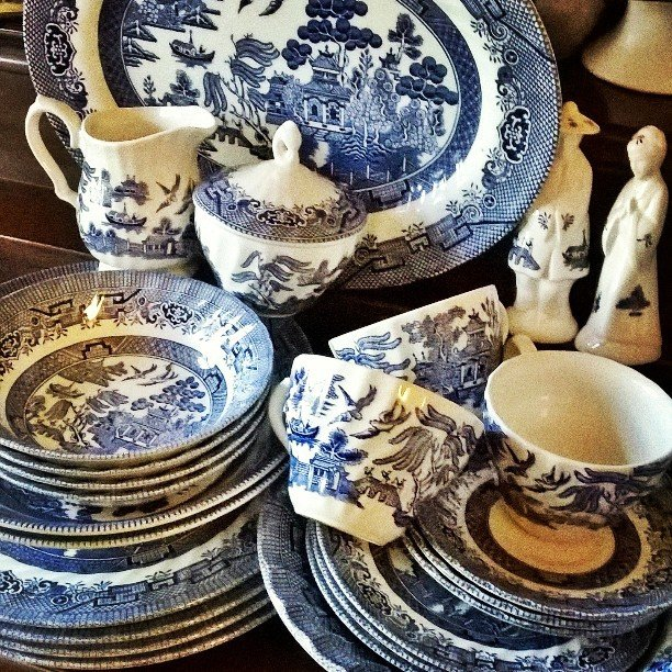 Thrift Score Thursday feature blue willow collection via thericharmedlife