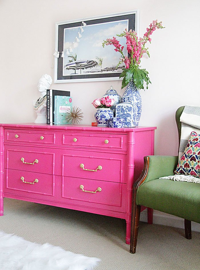 How to decorate with vintage chinoiserie finds Pink room with white furniture