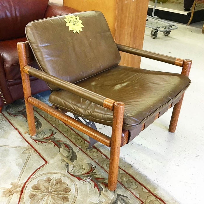 Thrift Score Thursday feature vintage safari sling chair via thriftcandy