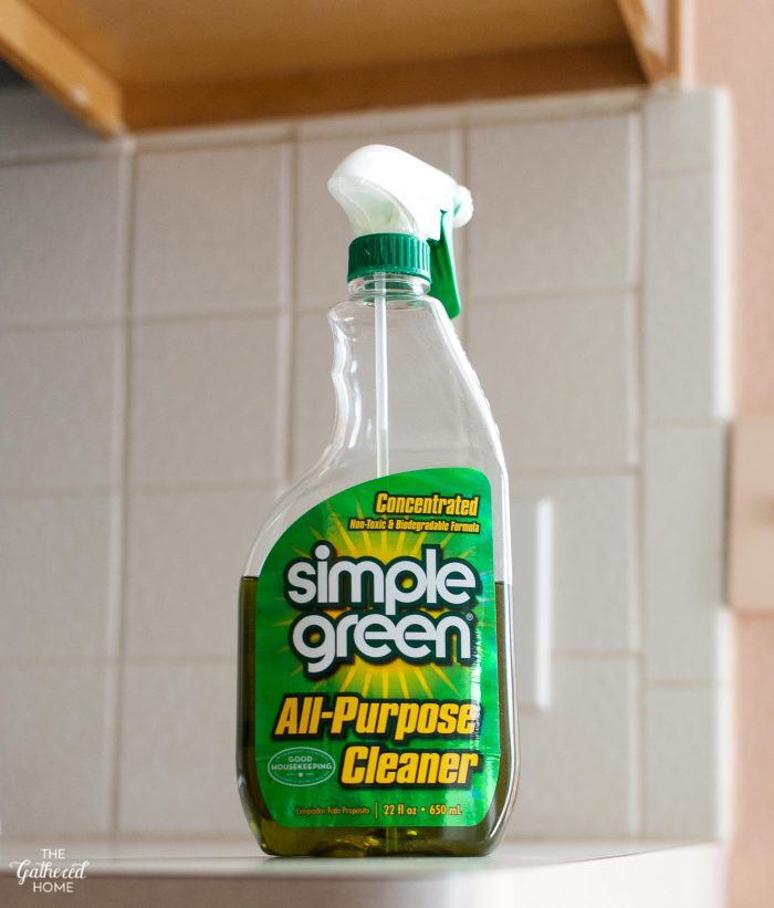 clean-tile-backsplash-with-degreasing-cleaner