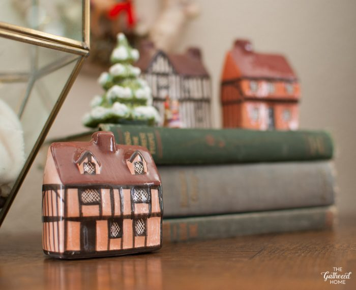Mini vintage Mudlen End cottages are perfect for Christmas!
