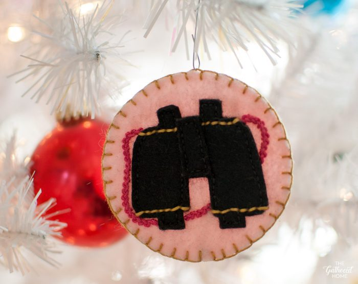 DIY binoculars stitched felt ornament inspired by Suzy Bishop in Wes Anderson's Moonrise Kingdom | The Gathered Home