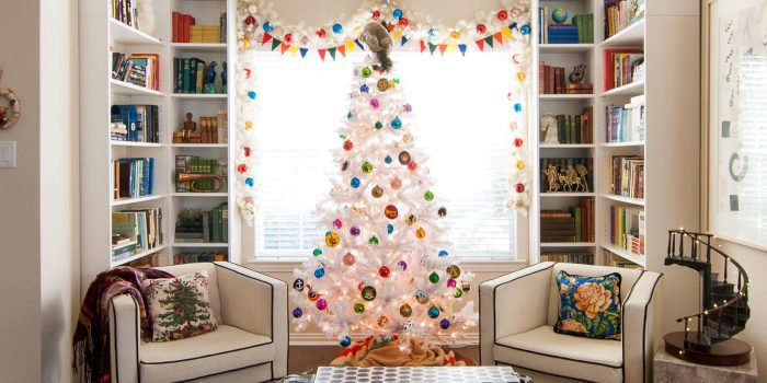 https://www.thegatheredhome.com/wp-content/uploads/2017/12/Wes-Anderson-inspired-white-Christmas-tree-featured-image-700x350.jpg
